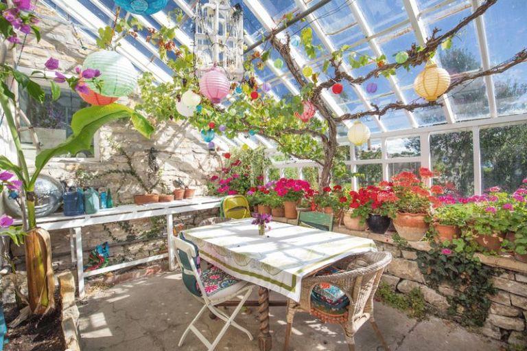 Greenhouse pilton house